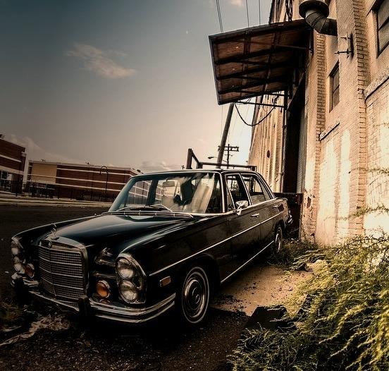 Mercedes-Benz 280 SEL W108 (Instagram @SqueakyThinger)